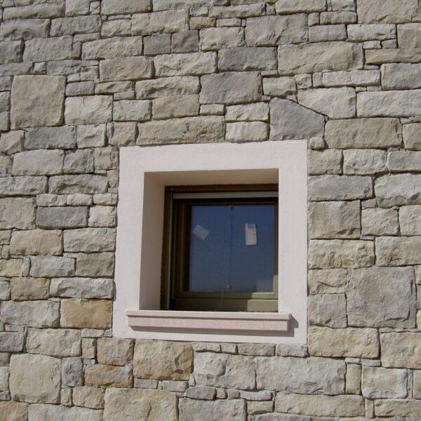 Afwerking Stenen muren bij kozijnen - type Bergamo.