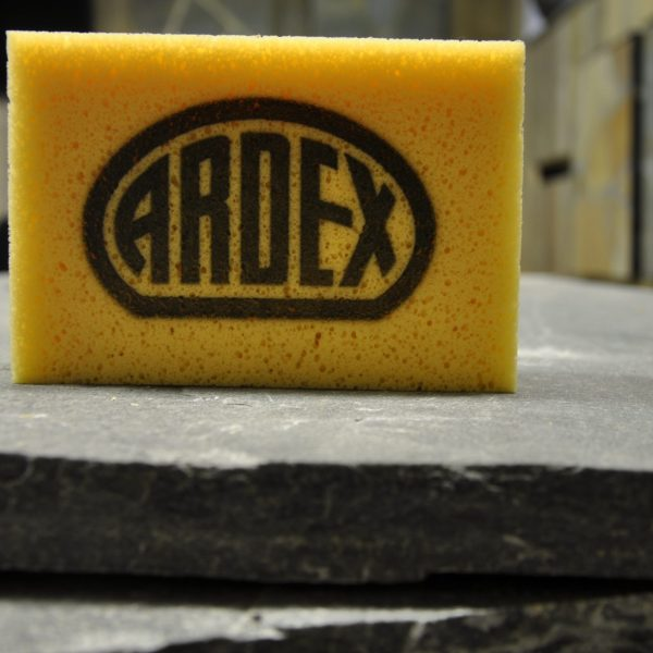 Gele spons Ardex.