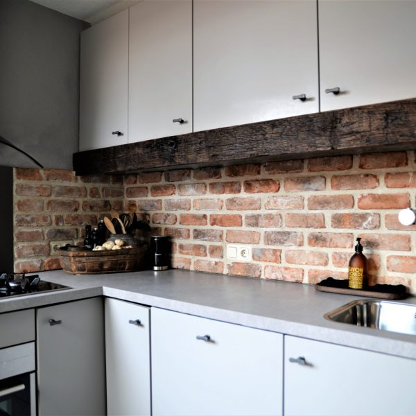 Bakstenen muren keukenwanden.