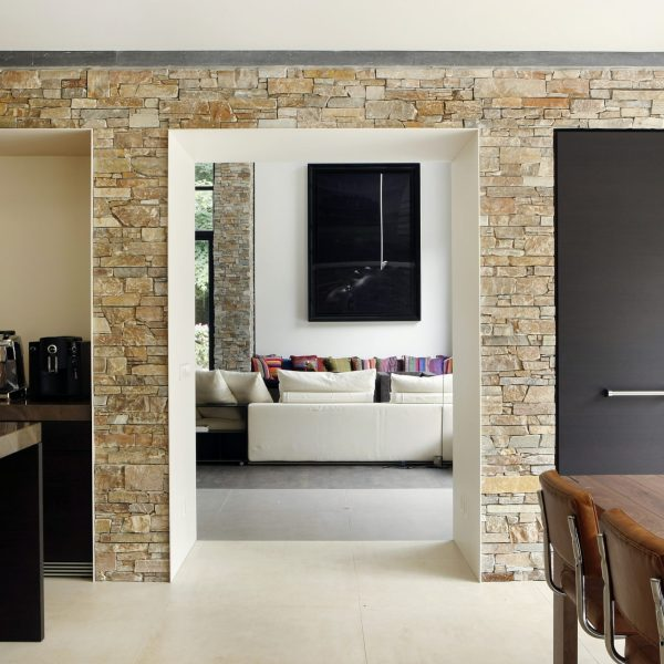 Binnenmuren met moderne Natuurstenen.