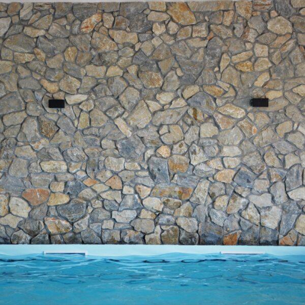 Binnenmuren met Rocks Steenstrips.