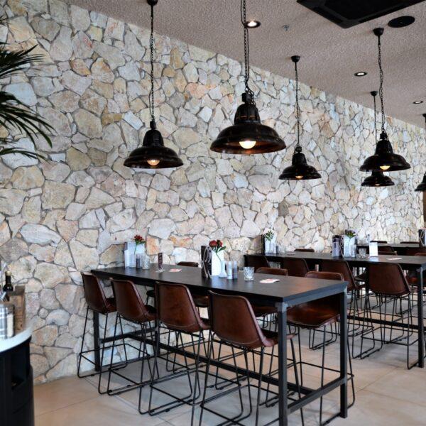 Brokken steen - restaurant Loetje.