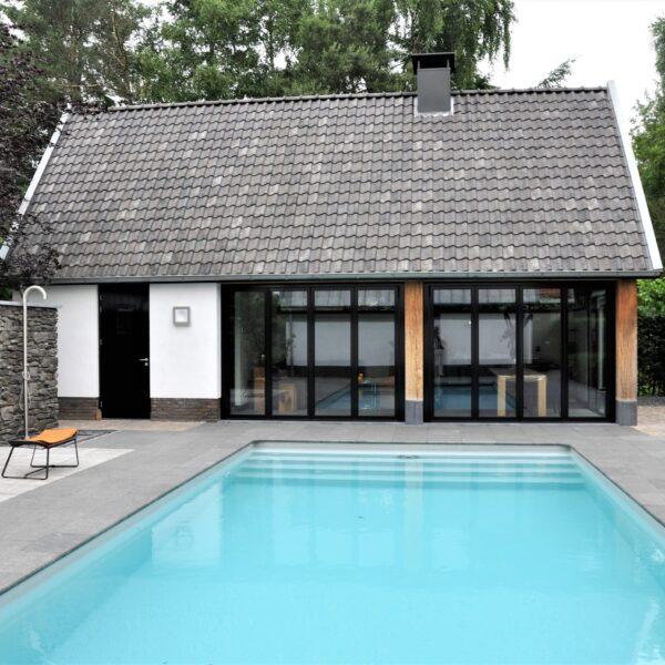 Buitenmuren zwembad Steenstrips.