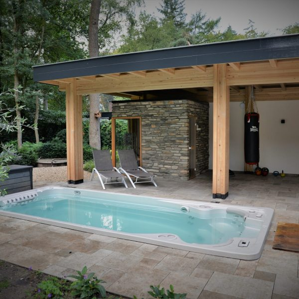 Buitenmuur sauna Steenstrips.