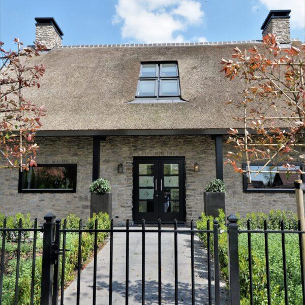 Cottage met Steenstrips.