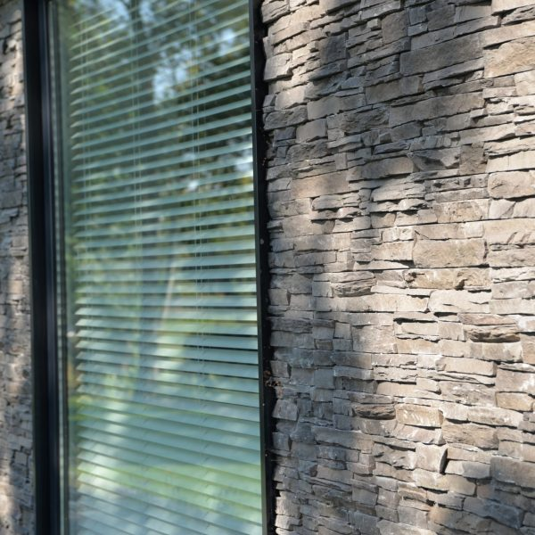 Scaglia steenstrips (paneelvorm), afwerking raam - kozijn.