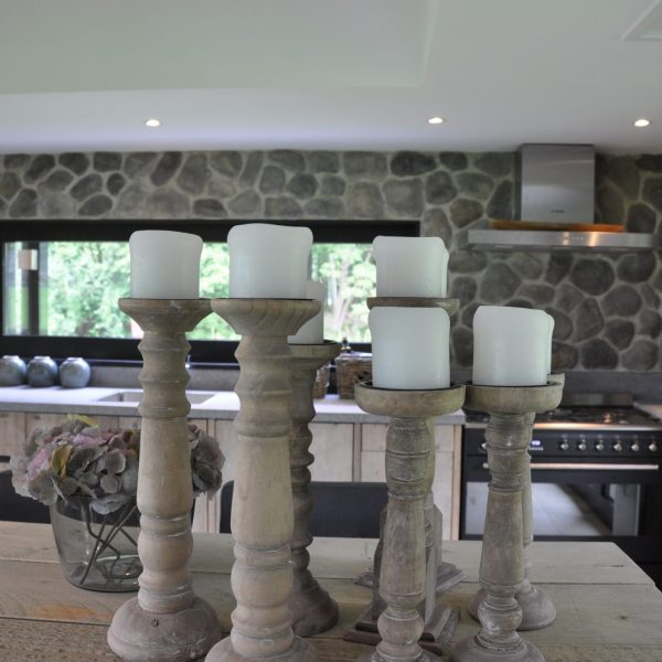 keukenwand grijze steenstrips geopietra