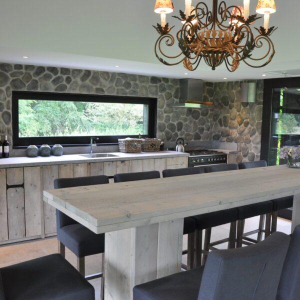Stijlvol ingerichte keuken van Geopietra Steenstrips.