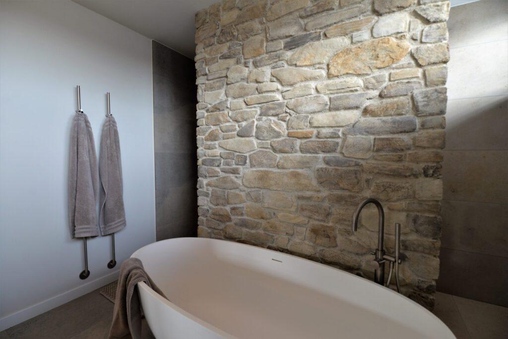 Natuurlijke badkamer met Geopietra Steenstrips