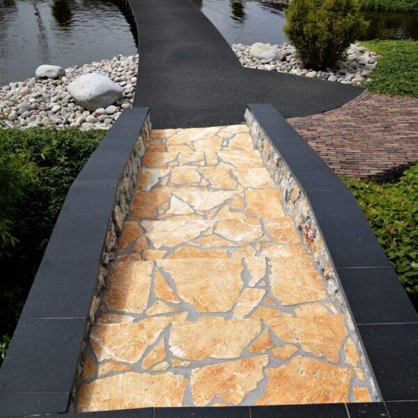 Flagstones in de tuin - trap - zie meer informatie www.flagstones.nl