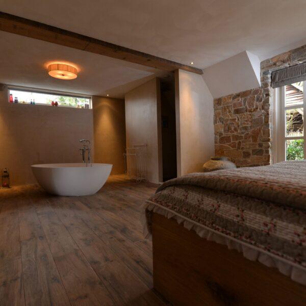 Franse badkamer met Steenstrips.