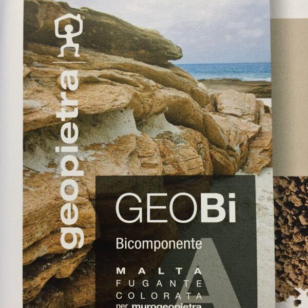 Geobi - voegmateriaal voor Geopietra Steenstrips. Een 2e component is een korrel.
