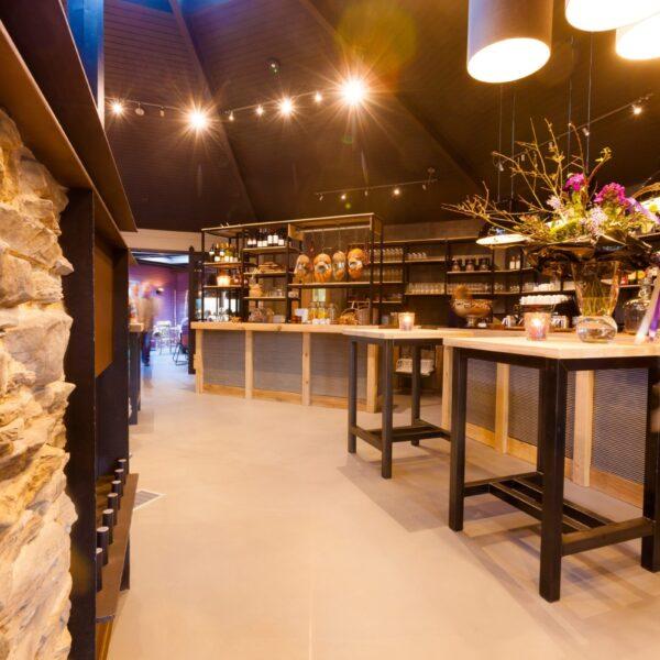 Floor Brasserie & Lounge in Epe, natuurlijke sfeer met Geopietra Steenstrips