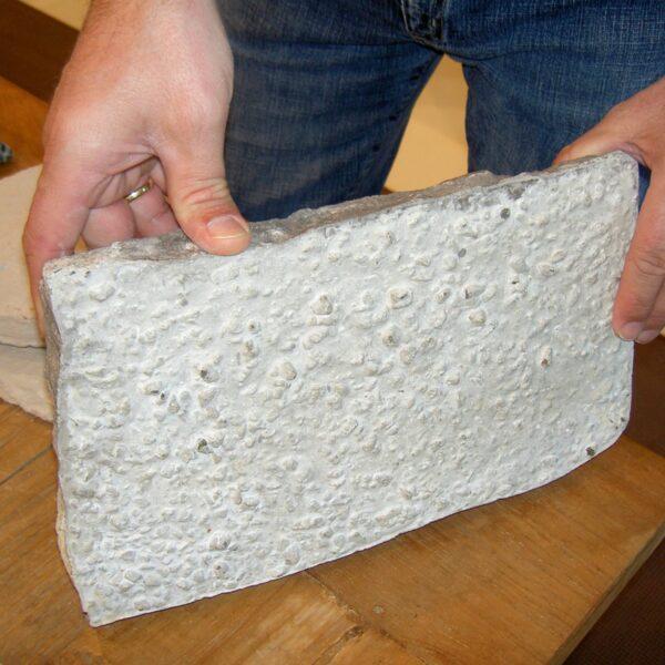 Dikte van een Geopietra - Steenstrips. Detailfoto losse steen - beperkte dikte.