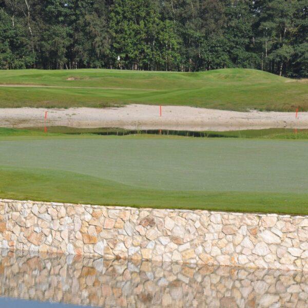 Golfbaan met natuurstenen Rocks.