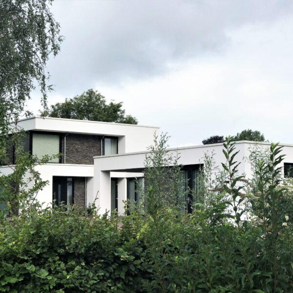 Moderne strakke villa, afgewerkt met Geopietra Steenstrips
