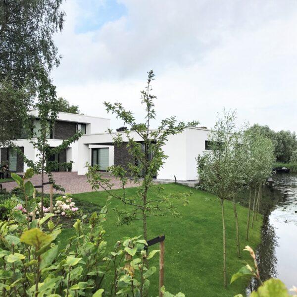 Scaglia Steenstrips van Geopietra op moderne villa