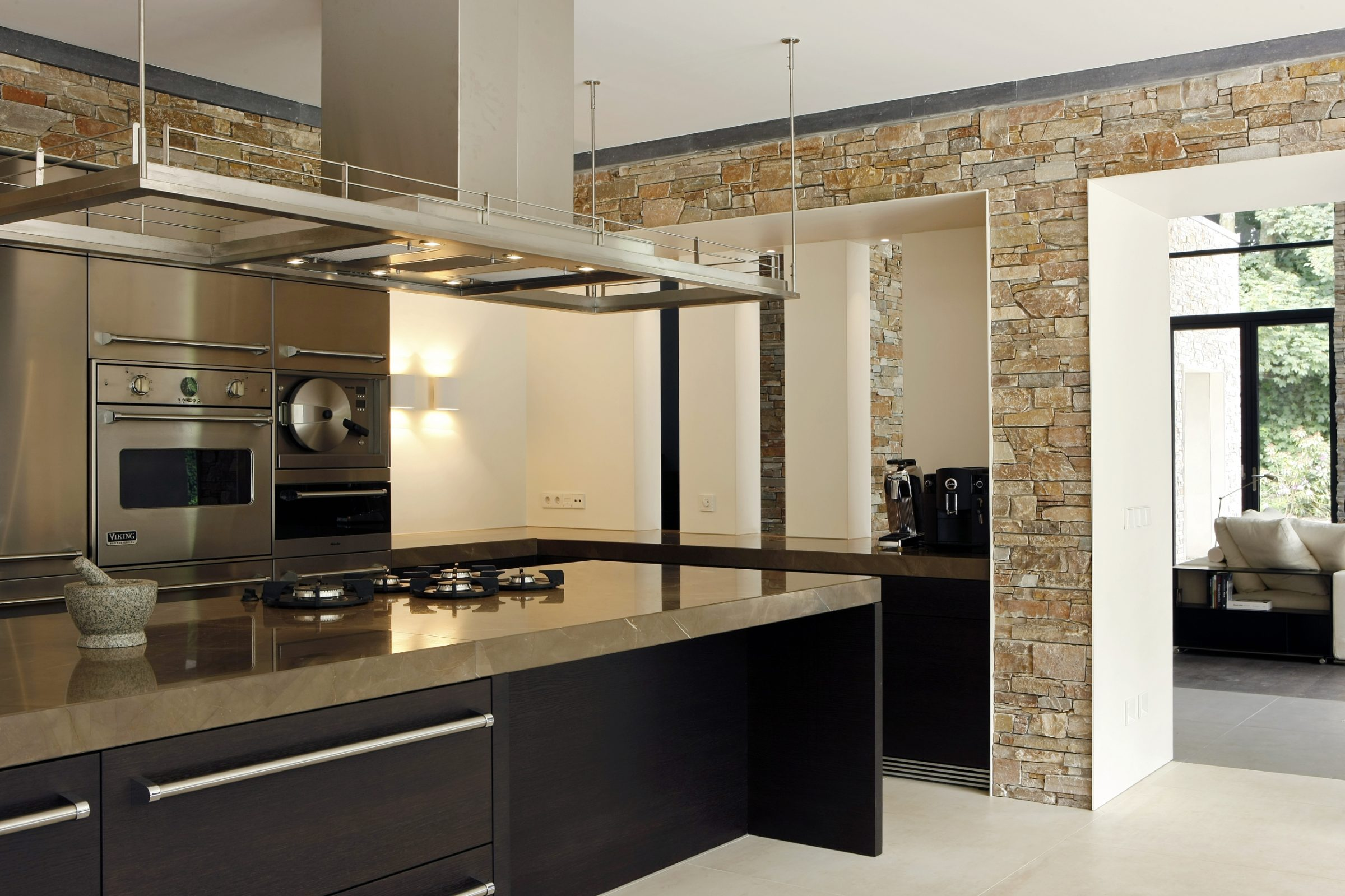 Moderne keuken met Steenpanelen.