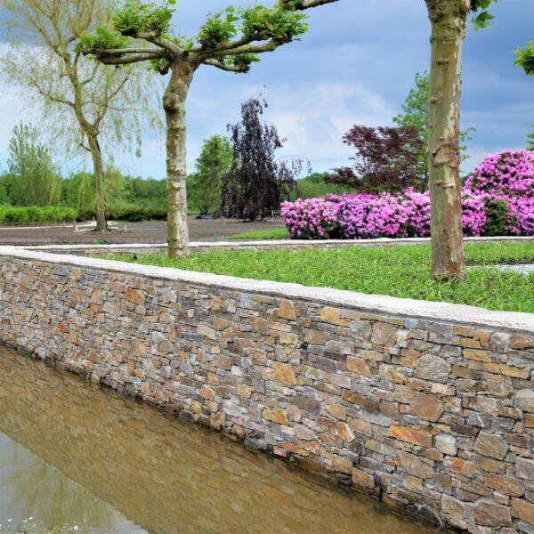 Muren waterkant met Steenstrips.