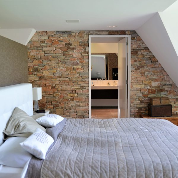 Natuurlijke wandafwerking slaapkamer.