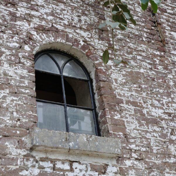 Oude bakstenen muren.