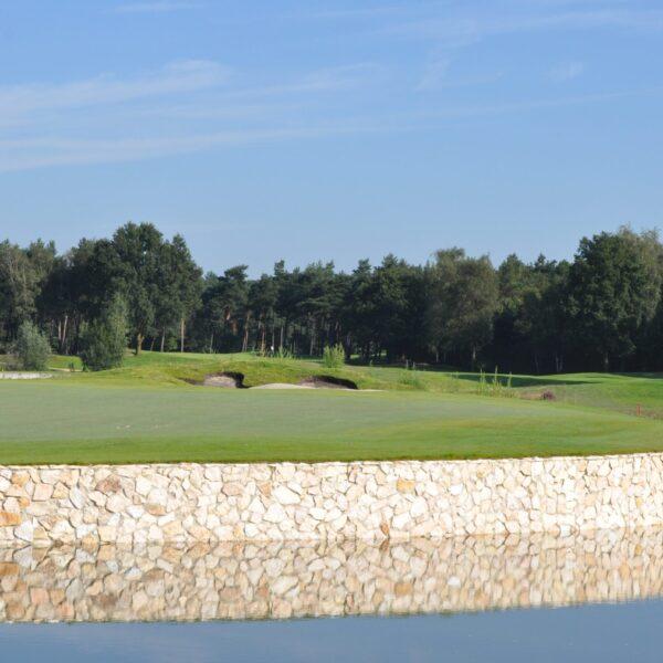 Rocks natuurstenen op de golfbaan