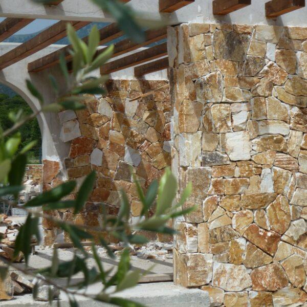 Rocks Pepe zorgen voor een mooie mediterrane uitstraling. Ideale wandbekleding met een beperkte dikte.