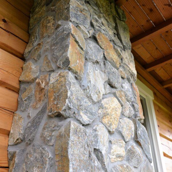 Natuursteenstrips Rocks op schoorsteen