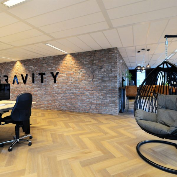 Sfeervolle baksteenstrips - kantoor Gravity