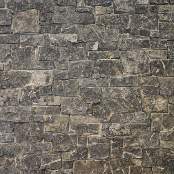 Steenpaneel muur zwart.