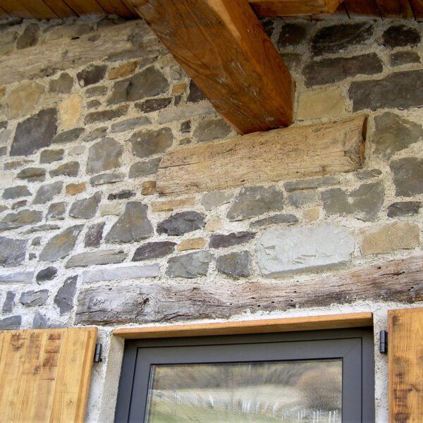 Steenstrippen muur mooie details.