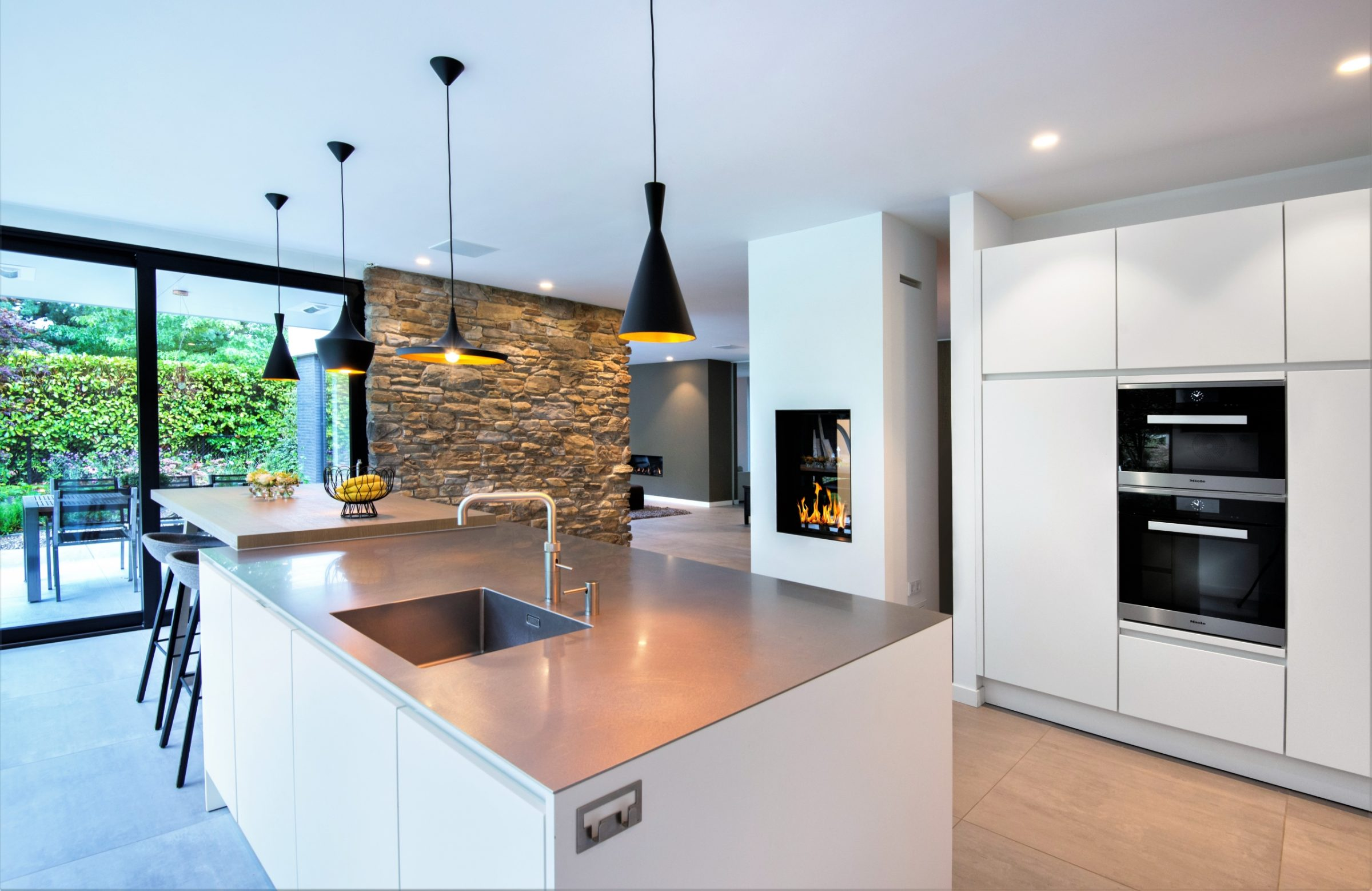 Steenstrips in de moderne keuken.