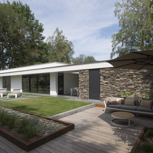 Steenstrips moderne villa