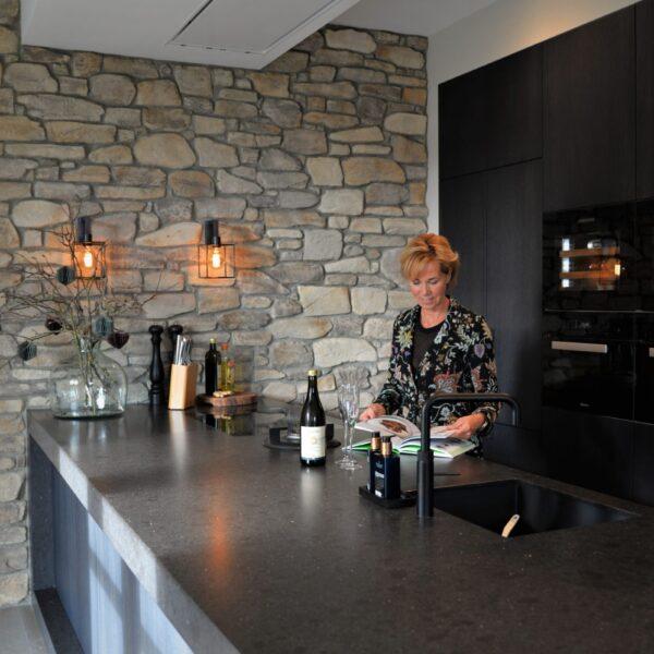 Steenstrips Moniga in de moderne keuken