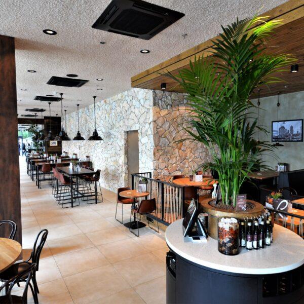 Stenen muur Loetje - Restaurant.