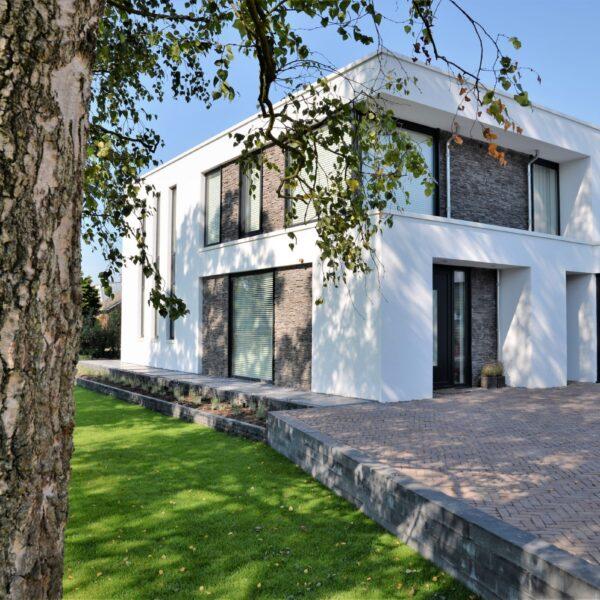 Moderne villa gecombineerd met Steenstrips