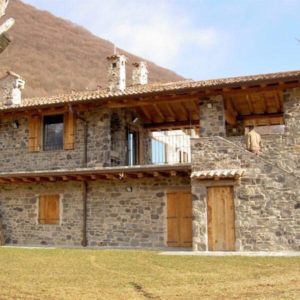 Villa - berghuis met Geopietra Steenstrips.