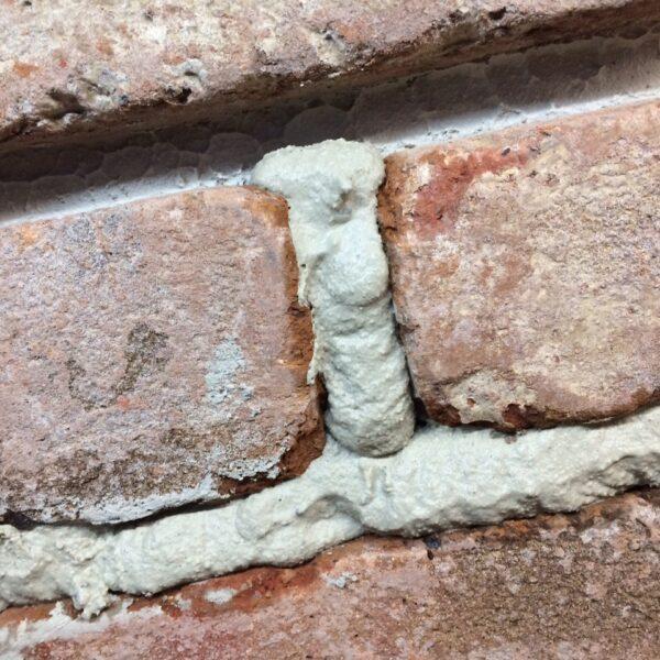 Voegwerk baksteenstrips.