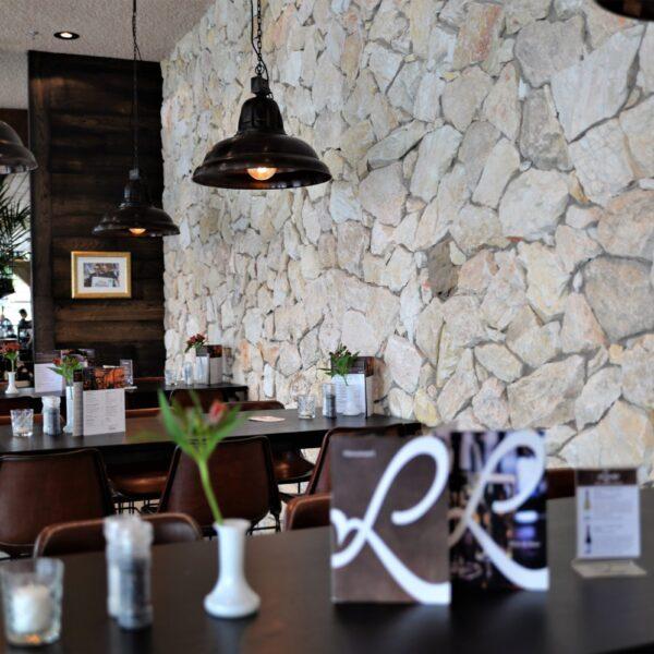 Wand met Stenen - Restaurant Loetje Rotterdam.