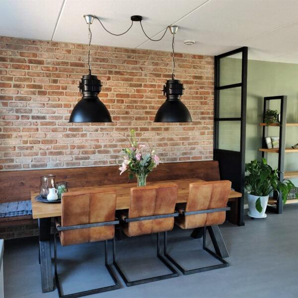 Binnenwand in de keuken prachtig afgewerkt met industriële Baksteenstrips