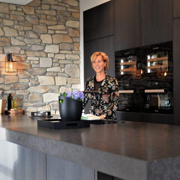 Wandbekleding met Steenstrips in keuken