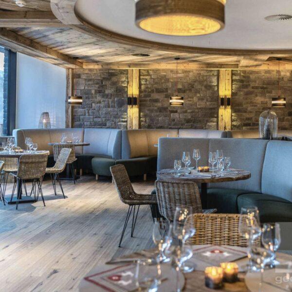 Restaurant met wandbekleding van Steenstrips.