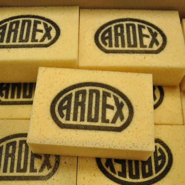 Gele sponzen van Ardex.