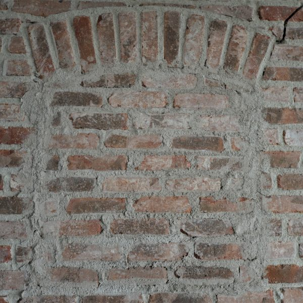 Oude elementen bakstenen muur