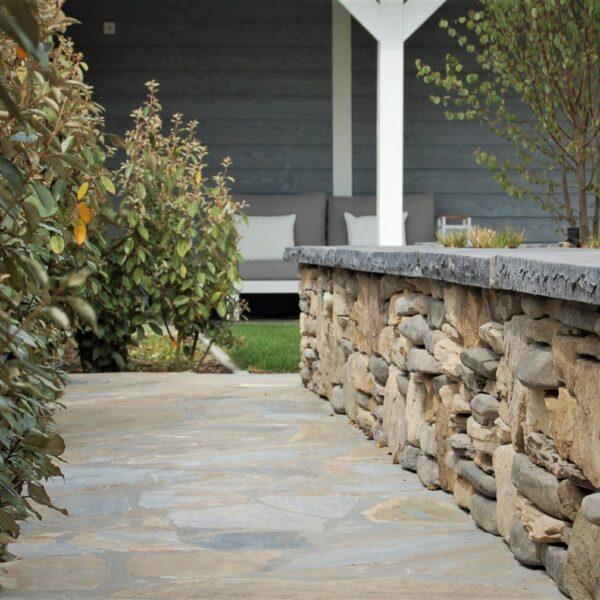 Natuurstenen muur - Versilia Steenstrips met afdekker