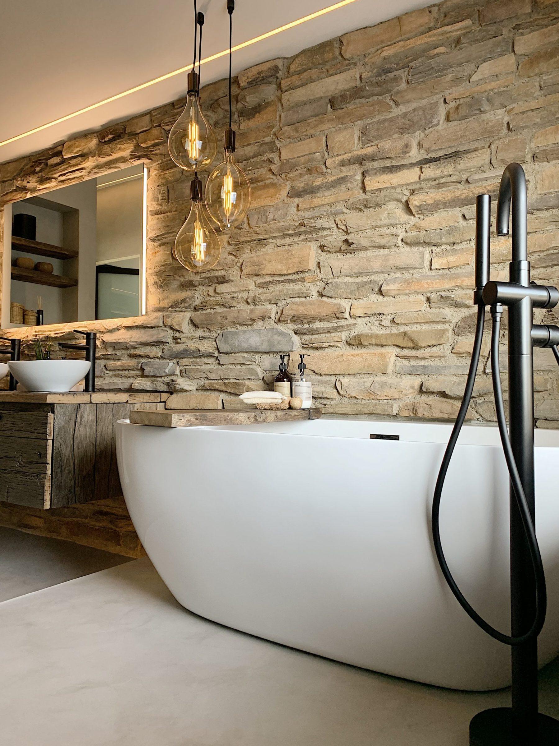 Steenstrips luxe badkamer, Ontwerp Jeroen Rooding, Atelier Broer en @homebystuart