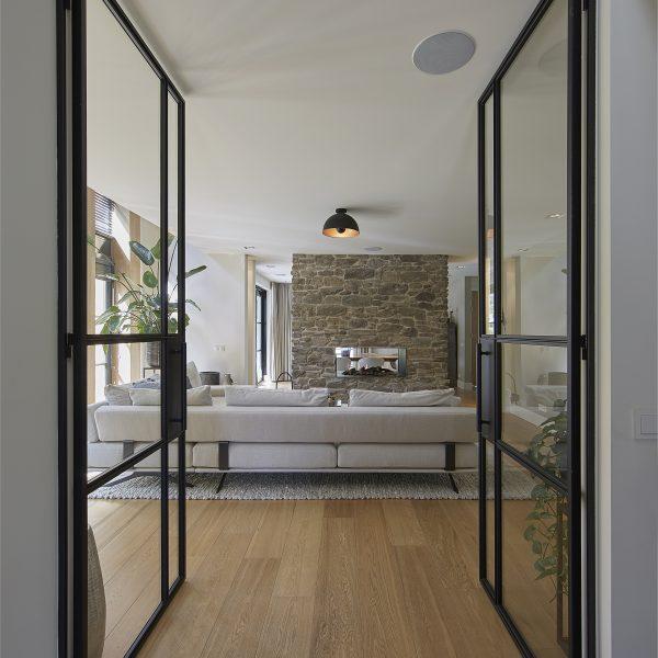 Steenstrips open haard - cascata. Copyright: The Art of Living, Dré Wouters. Ontwerp 01 Architecten.