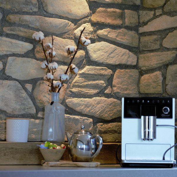 Keuken met wandbekleding van Steenstrips