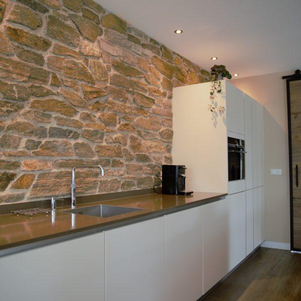 Keukenwand rocks brons