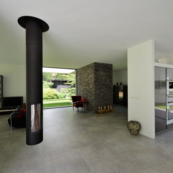 Moderne woonkamer met de Scaglia Steenstrips